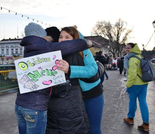 В Ужгороді «тепло» і «вільно» обіймались