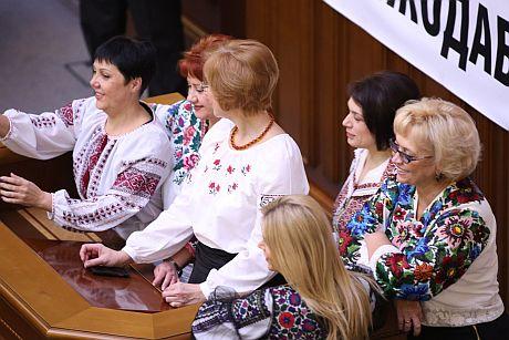 Регіонал Журавський назвав вишиванки маски-шоу
