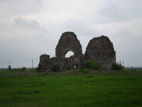 На руїнах храму  Іоана Хрестителя в Мужієві