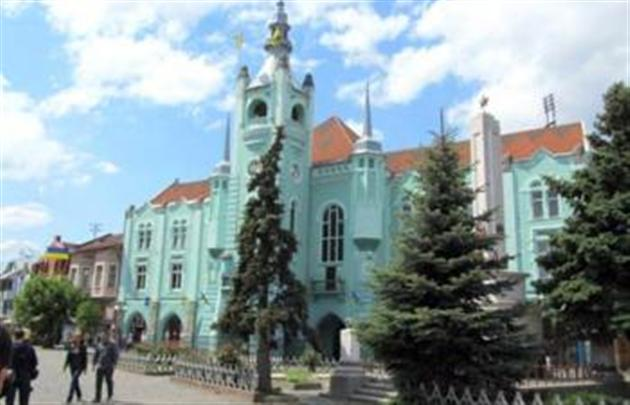 У Мукачівській міській раді провели обшуки через оборудки з землею (відео)