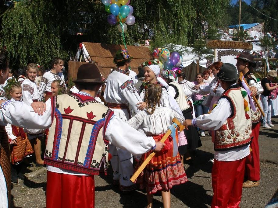 Весілля та похорони у сімейній обрядовості закарпатських українців