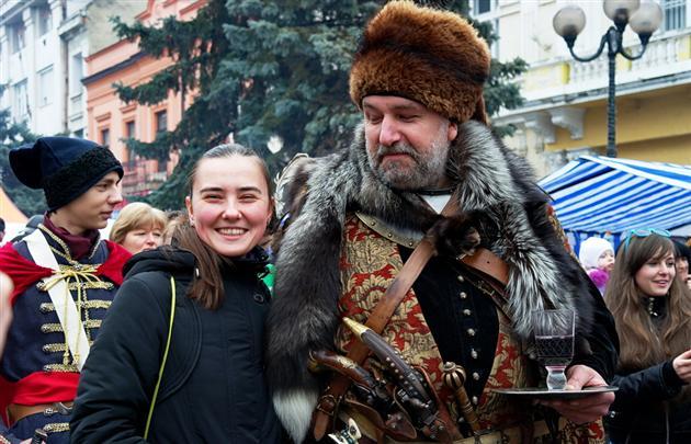 Озброєні  козаки окупували Фестиваль вина у Берегові