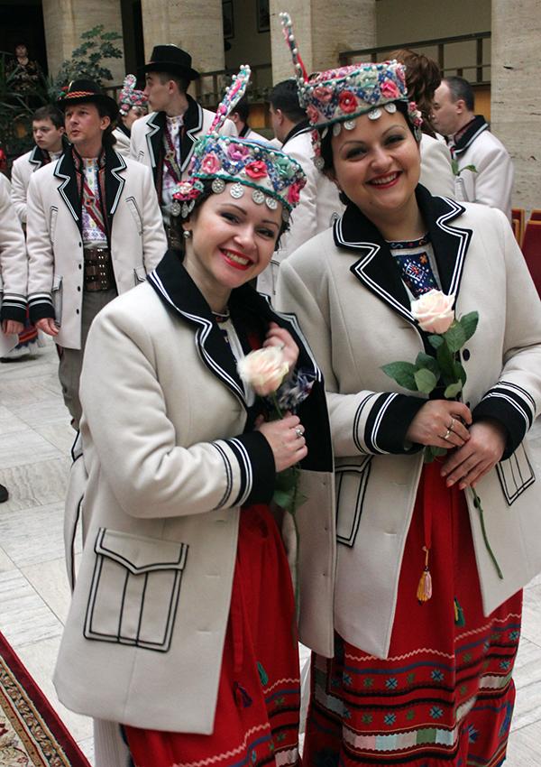 Закарпатський народний хор одягнули на 120 тис. грн.
