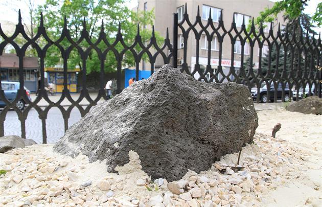 «Японський сад каменів» розквів в Ужгороді(ФОТО)