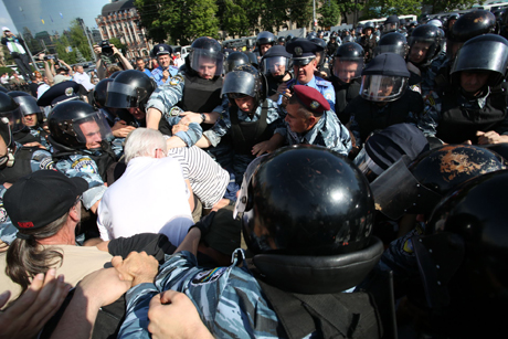 "Закарпатську ОДА охороняє ""Беркут"""