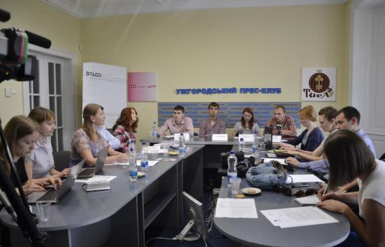 """В Ужгороді вирішили """"нагнути"""" політиків"""