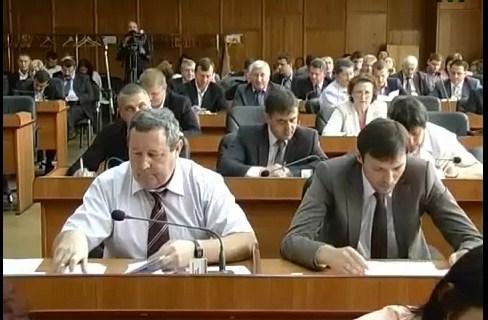 Коли ужгородські депутати наїдяться землею (відео)