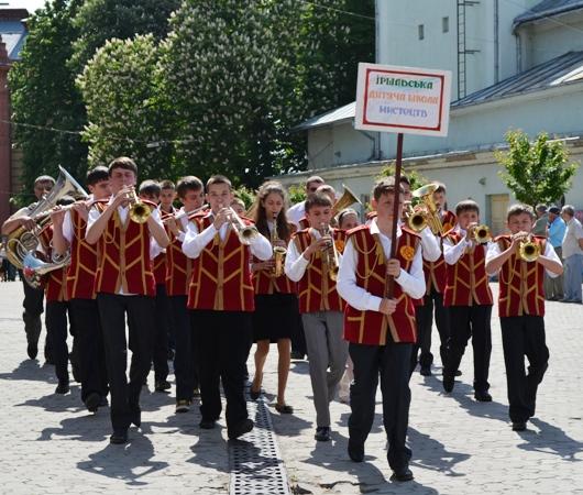 Ужгородом промарширували духові оркестри (відео, фото)
