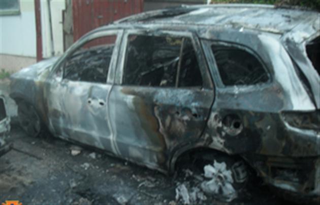 Спалені в Ужгороді авто належали судді та бізнесмену