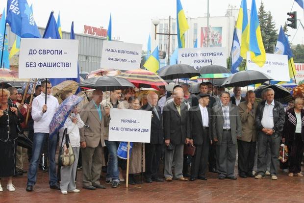 """Закарпатські угорці засуджують """"антифашистський"""" мітинг регіоналів"""