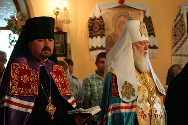 На Берегівських виборах намагаються зняти кандидата через фото з патріархом Філаретом