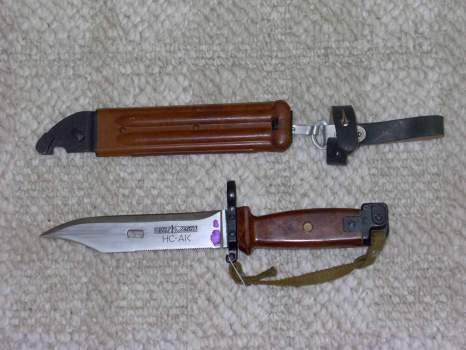 На Ужгородщині вилучили три штик-ножі