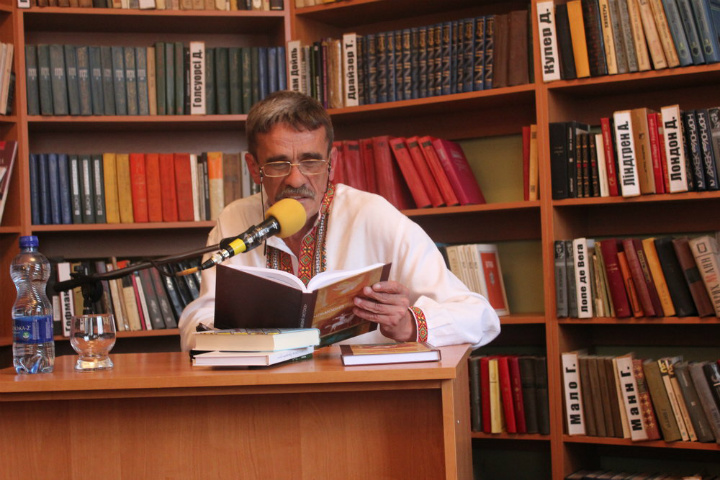 У міській бібліотеці Хуста відбувся вечір поезії Петра Мідянки