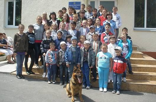 Ужгородські міліціонери влаштували екскурсію для підшефних дітей (фото)