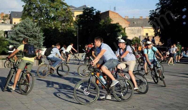 В Мукачеві велосипедисти несуть загрозу пішоходам