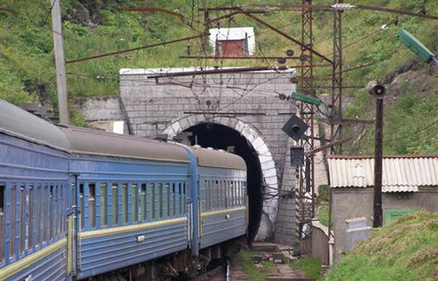 На Закарпатті перекрито рух потягів через Мукачево