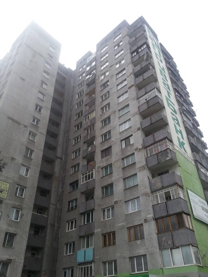 В ужгородській 16-ти поверхівці черговий труп