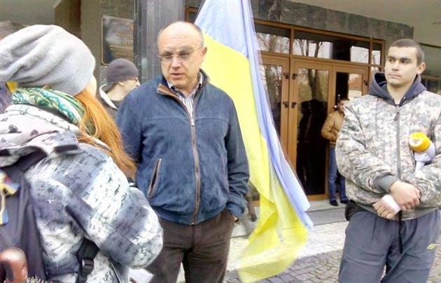 Про що розмовляли ужгородські мітингувальники та ректор Ващук (ВІДЕО)