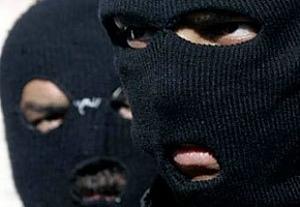 """Озброєні бандити в масках """"вибили"""" з закарпатського бізнесмена 180 тисяч гривень"""