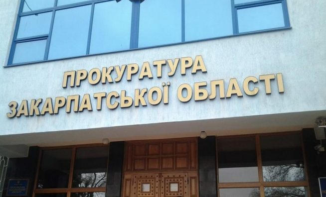 Закарпатські прокурори зайнялися піщаним кар'єром