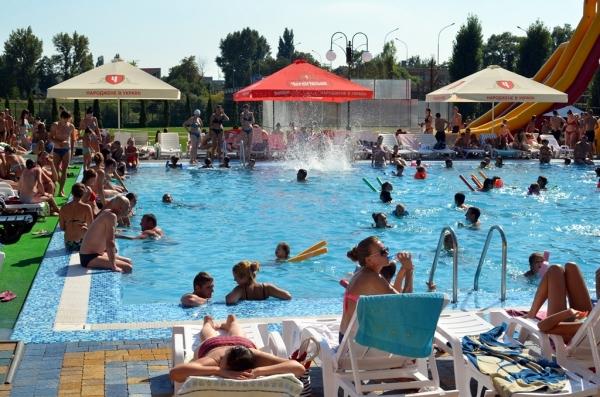 Ужгородців від спеки рятує аквапарк (ФОТО, ВІДЕО)