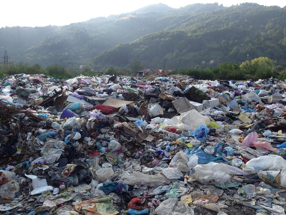 Угорщина знову поскаржилася на тонни сміття, яке припливає з Закарпаття (відео)