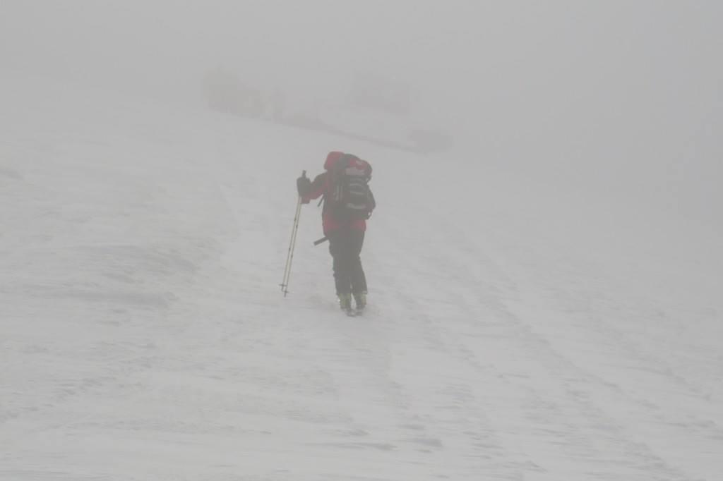 Лижник, якого третю добу шукають у горах Закарпаття, вийшов на зв'язок