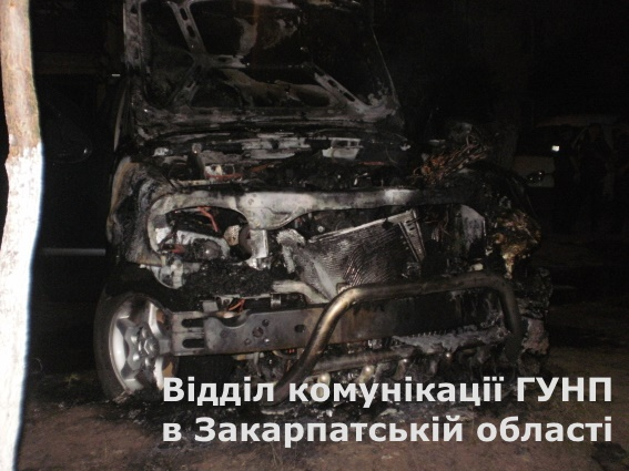 """В Ужгороді підпалили """"Мерседес"""" (ФОТО)"""