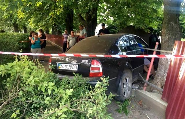 В Ужгороді працівник поліції вчинив ДТП та пообіцяв згвалтувати мукачівського журналіста (ВІДЕО)