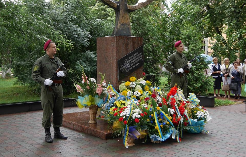 В Ужгороді вшанували пам'ять загиблих правоохоронців