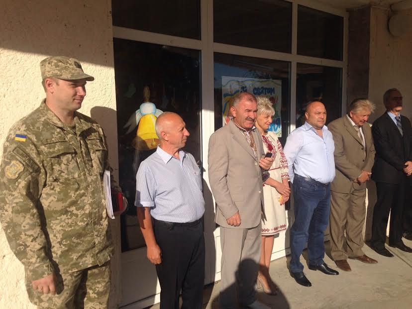 Перше вересня в ужгородських школах пройшло за участі військових (ФОТО)