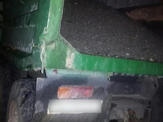 На Рахівщині правоохоронці затримали вантажівку з гравієм без документів