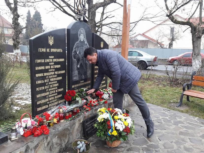 Голова Закарпатської облради вшанував пам'ять полеглих воїнів під час боїв за Дебальцево (ФОТО)