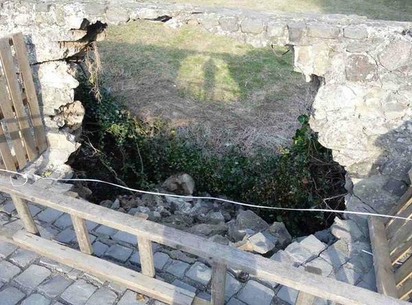 В Ужгородському замку обвалилася середньовічна стіна (ФОТО)