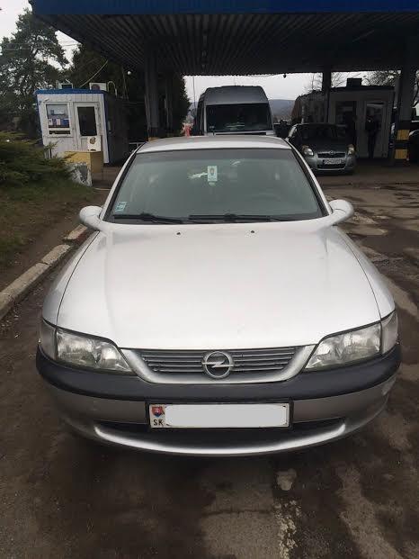 Закарпатські прикордонники затримали викрадений у Словаччині  автомобіль