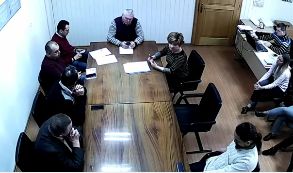 """""""Бариги"""" з Мукачівської міськради образилися на Юрія Кравчука (ВІДЕО)"""