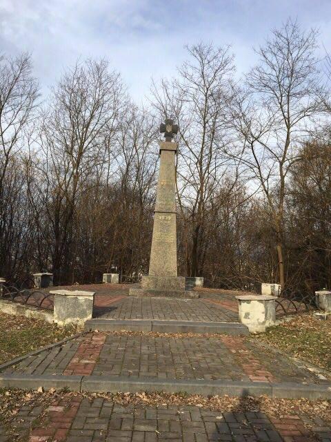 Хустська міськрада ліквідувала наслідки сепаратистського вандалізму на меморіалі Героям Карпатської України (ФОТО)