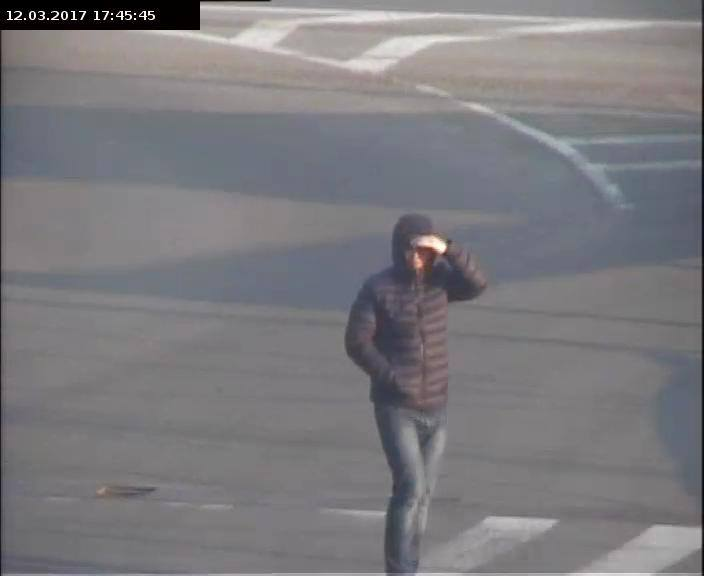 В Мукачеві камери відеоспостереження зафіксували технологічного автозлодія (ФОТО)