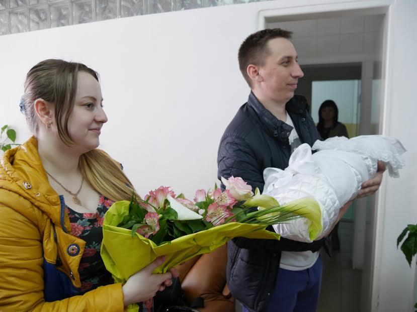 В Ужгородському пологовому видають і документ про місце реєстрації дитини