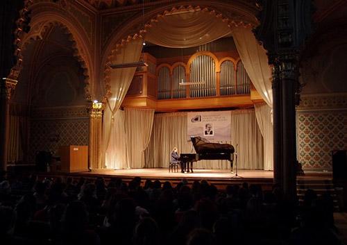 В Ужгороді розпочався І відкритий конкурс піаністів ім. Д. Задора
