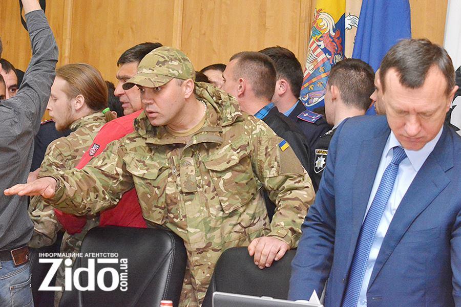 Чемодан, вокзал – Росія, так зустрічали Московський патріархат в Ужгородській міськраді (ВІДЕО)