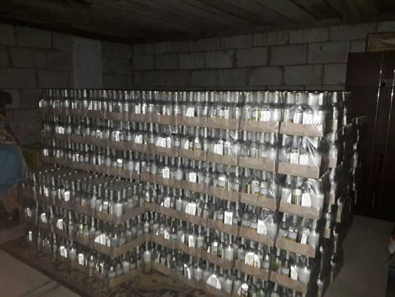 Масштабне виробництво фальсифікованого алкоголю припинила поліція на Закарпатті та Львівщині (ФОТО, ВІДЕО)