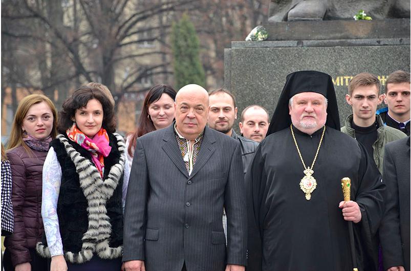 Єпископ Віктор очолив молебень під час громадського ушанування Тараса Шевченка в Ужгороді (ФОТО)