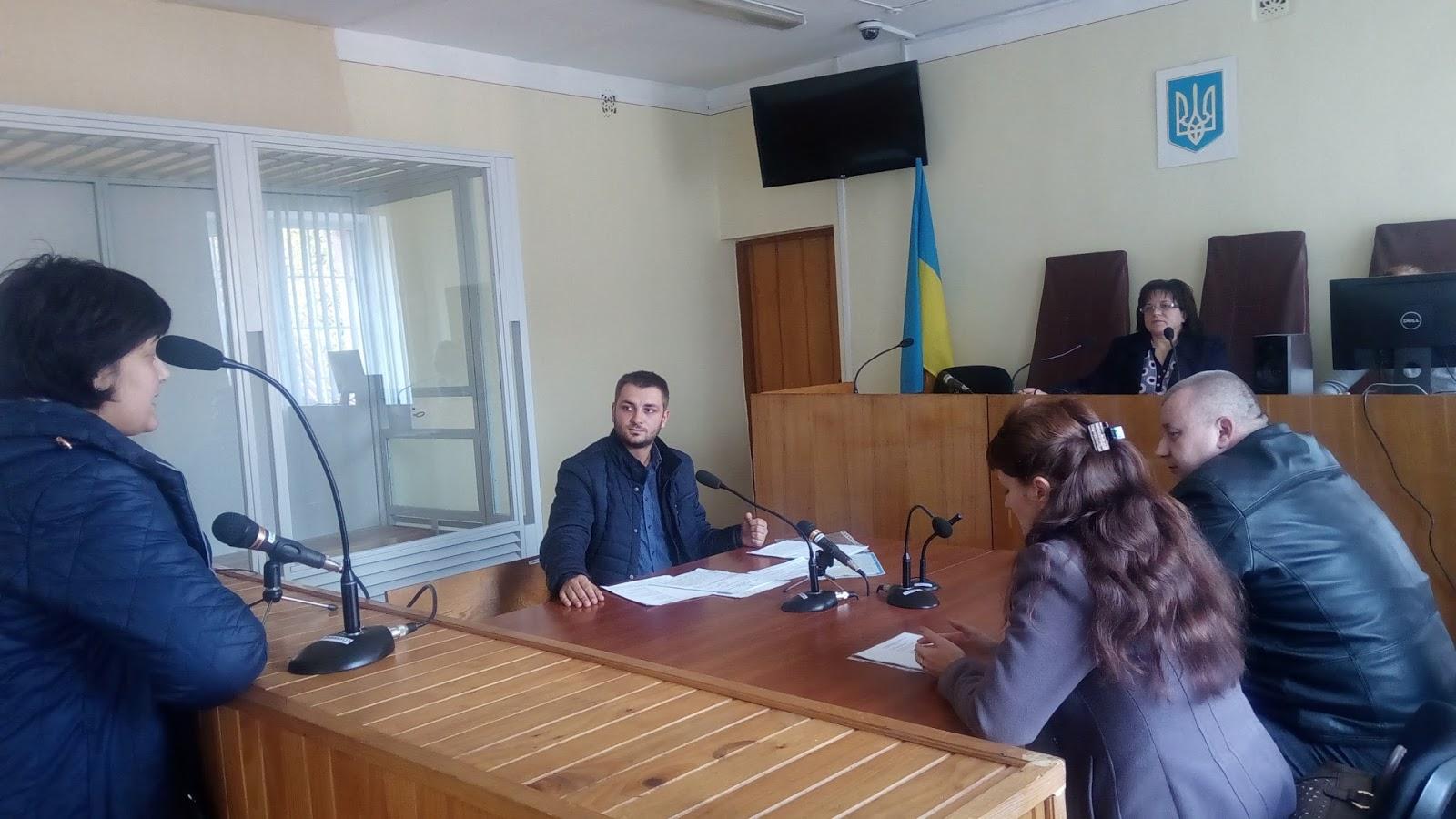 Сьогодні відбудеться суд за позовом закарпатської чиновниці, яка не поважає прапор України (відео)