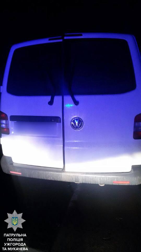 Мукачівські патрульні затримали автобус з ймовірними крадіями
