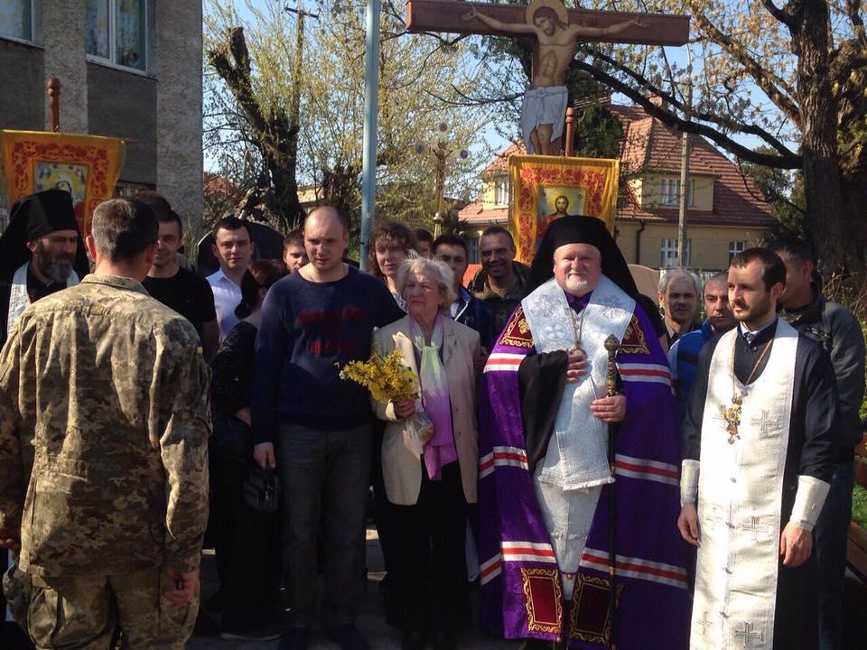 На площі майора Постолакі в Ужгороді молились за перемогу українського війська (ФОТО)