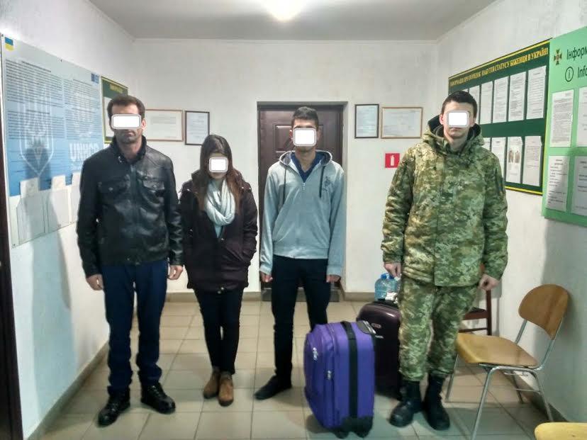 Трьох турків з підробленими документами затримали чопські прикордонники