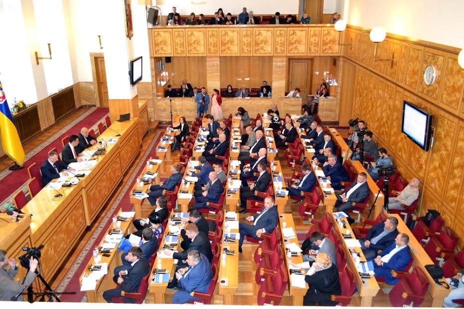 На завтрашнє пленарне засідання Закарпатської облради винесено 34 питань