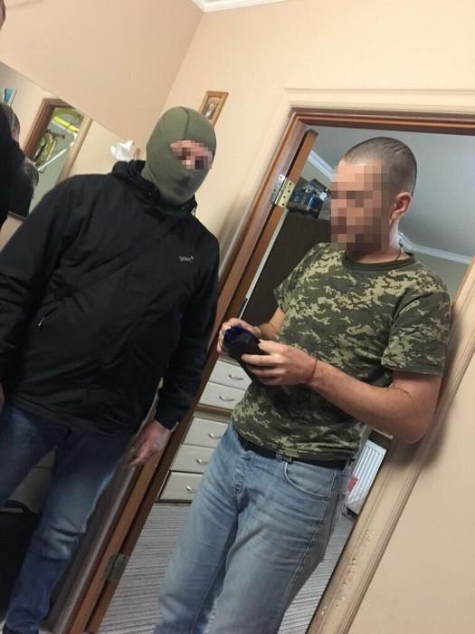 На Закарпатті СБУ затримала двох прикордонників за сприяння контрабанді цигарок до Європи