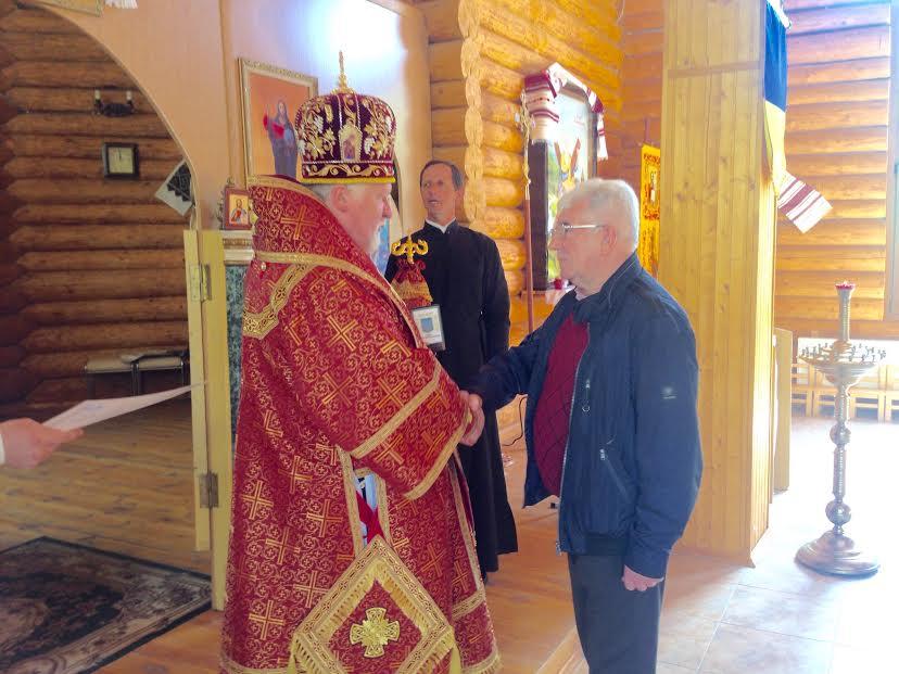Владика Віктор нагородив генерала армії України Івана Свиду високою церковною нагородою (фото)